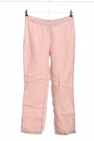 Pantalón de lino rosa look casual