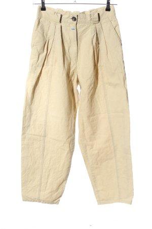 Pantalón de lino crema look casual