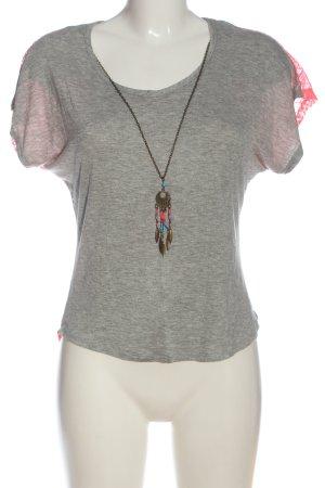 Camisa de malla gris claro-rosa look casual