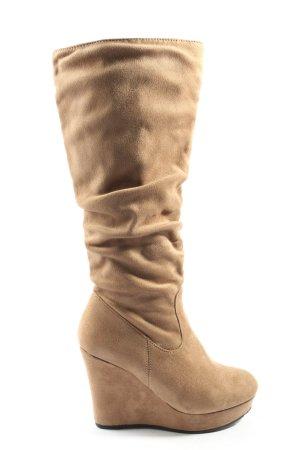 Platform Boots nude casual look