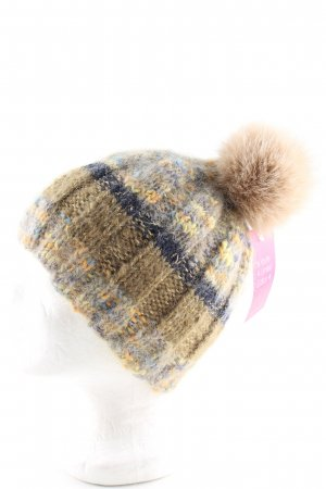 Bobble Hat striped pattern casual look