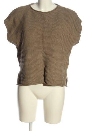 Camisa acanalada marrón look casual