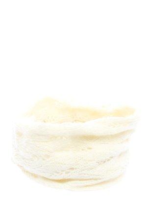 Snood cream casual look