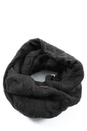 Bufanda tubo negro punto trenzado look casual