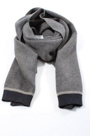 Mantilla negro-gris claro look casual