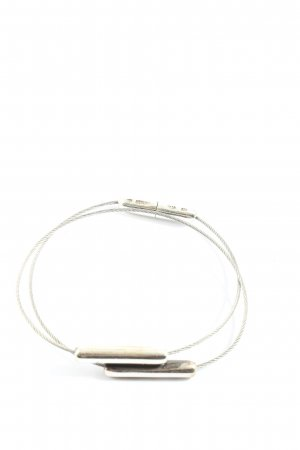 Brazalete de plata color plata look casual