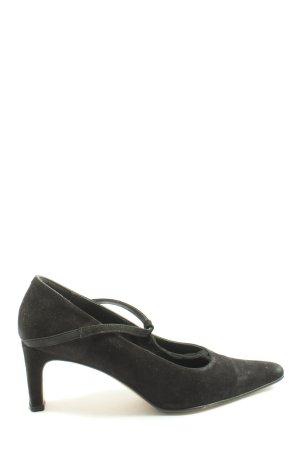 Zapatos de punta negro look casual
