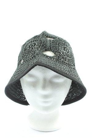 Straw Hat khaki casual look