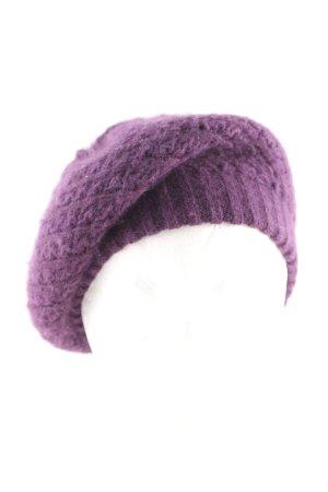 Sombrero de punto lila punto trenzado look casual