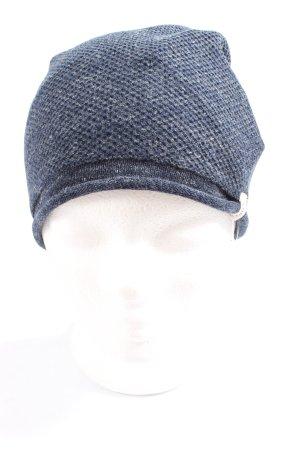 Sombrero de punto azul look casual