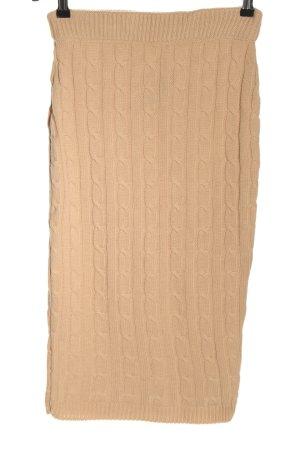 Falda de punto nude punto trenzado look casual