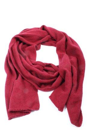 Bufanda de punto rojo look casual