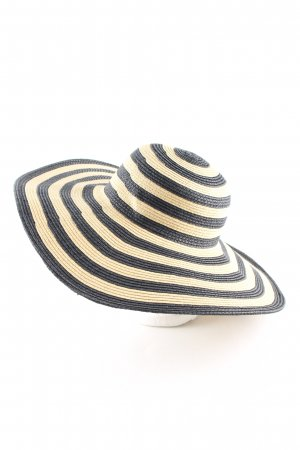 Straw Hat black-cream striped pattern casual look