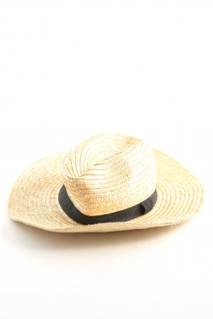 Straw Hat cream casual look