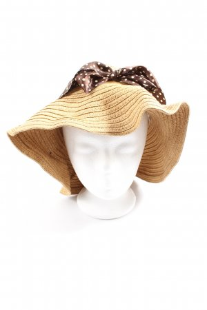 Straw Hat spot pattern casual look