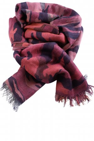 Traditional Scarf camouflage pattern casual look