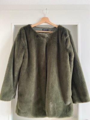 Ungetragen: Fake fure Jacke in olivegrün ( passt für XS/S/M)