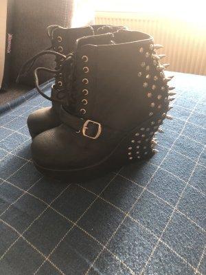 Ungetragene Demonia Schuhe