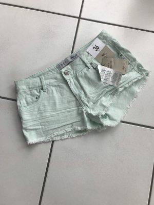 Ungetragene, nagelneue Jeansshorts in mint