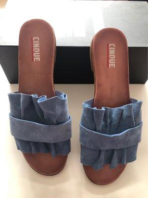 Ungetragene Sandalen