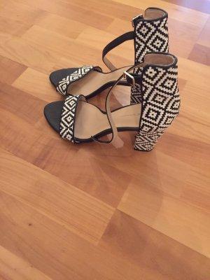 Ungetragene Sandalen, Gr. 38 von Zara