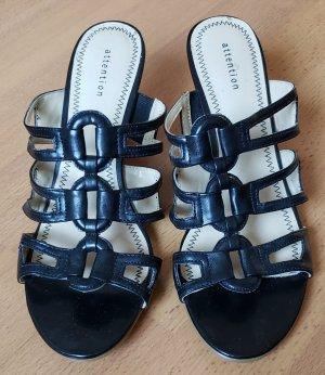 Ungetragene, schwarze Sandaletten