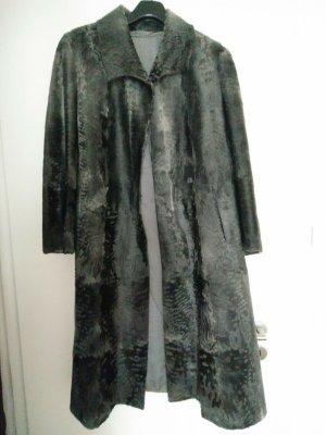Manteau de fourrure gris-gris foncé fourrure