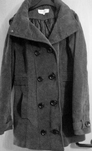 Ungetragener grauer Mantel von C&A, Gr. 38, mit Kapuze