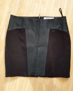 Vero Moda in Blue Faux Leather Skirt black
