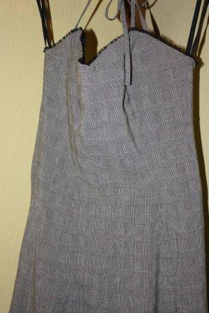 Ungetragenes Kleid von Nicowa mit Unterrock