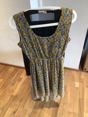 Ungetragenes tolles Kleid