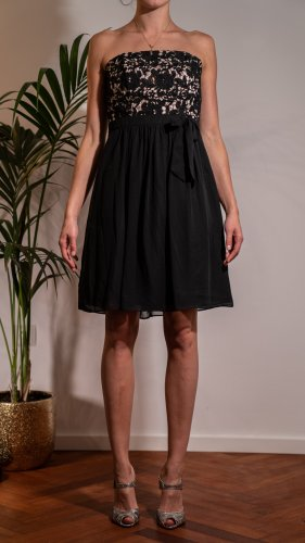 Ungetragenes Young Couture Kleid