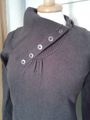 Ungewöhnlicher Pullover mit knöpfbarem Rollkragen in dunkelbraun