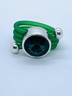Unglaublicher Ring(synth.Kautschuk) mit echtem Swarovskikristall in grün