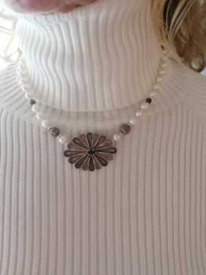 Naszyjnik biały-srebrny