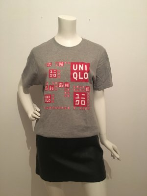 Uniqlo medium m 38 Druck  print grau rot weiß Logo wording Schriftzug halbarm T-shirt Shirt Oberteil unisex weit locker lässig