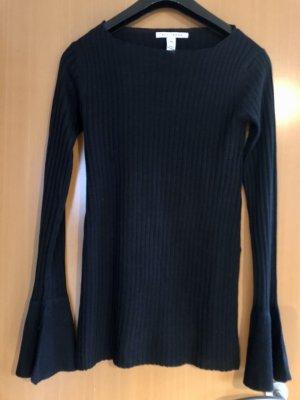 Unique Style Pullover. Seitliche Schlitze. Ausgestelle Ärmel