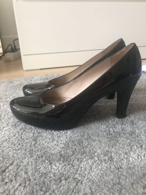 Unisa Pumps aus Lackleder in Schwarz
