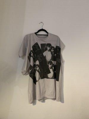 unregelmäßiges bedrucktes T-Shirt