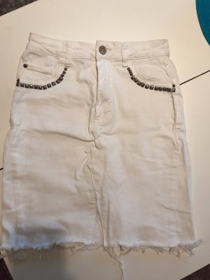 Upcycled Pull&Bear Jeansrock mit Nieten