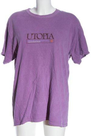 Urban Outfitters Camisa holgada lila estampado temático look casual