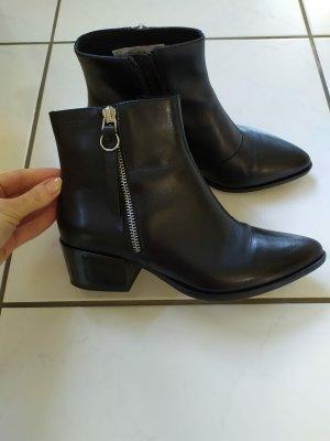 Vagabond Cut Out Booties black leather