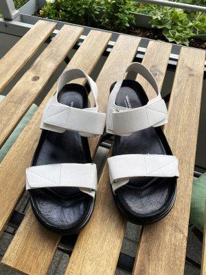 Vagabond Sandalias cómodas blanco-negro Cuero