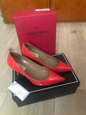 C. Valentino Pointed Toe Pumps bright red-red leather