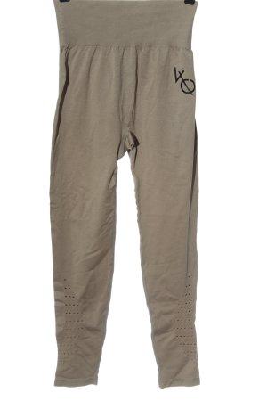 Vanquish pantalonera marrón letras impresas look casual
