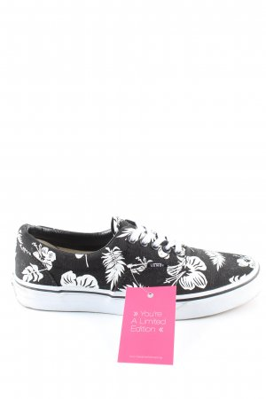 Vans Lace-Up Sneaker black-white flower pattern casual look