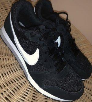 VB Nike MD Runner Sneaker