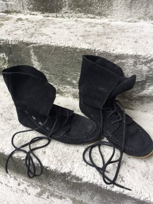 Akira Lace-Up Sneaker black leather