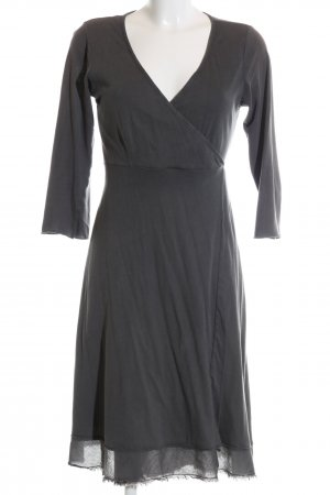 Velvet Vestido cruzado gris oscuro look casual