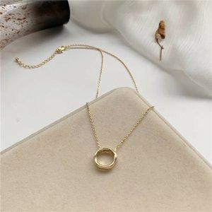 Vergoldete Halskette mit Polygon Anhänger minimalistisch Stil